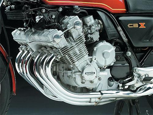 El motor de la CBX1000, una obra de arte.