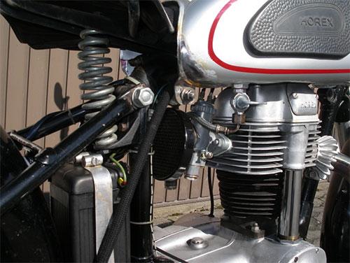 Detalle del motor de la Regina 350.