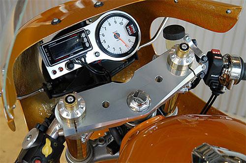 Instrumentación minimalista y racing.