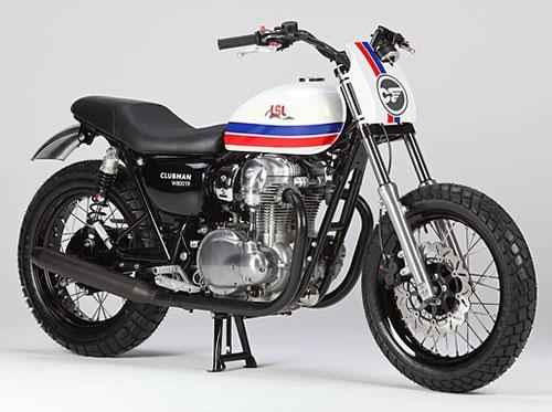 Me gusta esta moto por su sencillez y su rueda delantera tipo bobber.