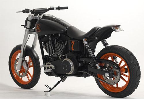 Tiene un aspecto de moto ligerísima.